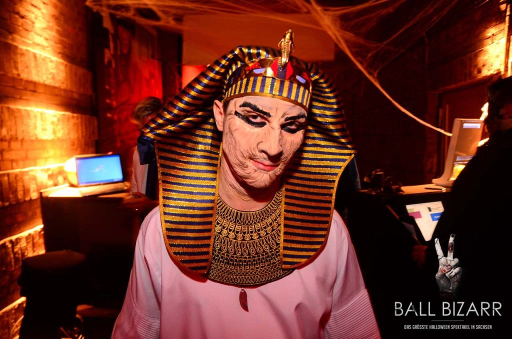 Horror Pharao auf Halloween Party Ball Bizarr